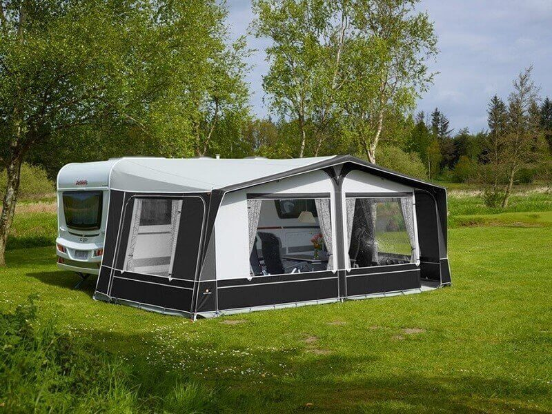 Pacific 300 - 2018 full awning