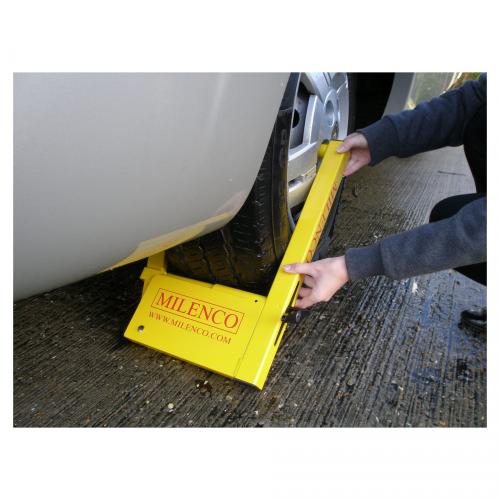 Milenco Compact Wheel 4 Clamp